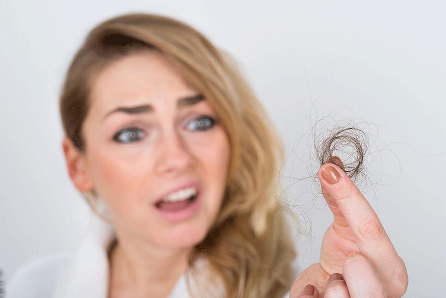 Chute de cheveux femme par poignee