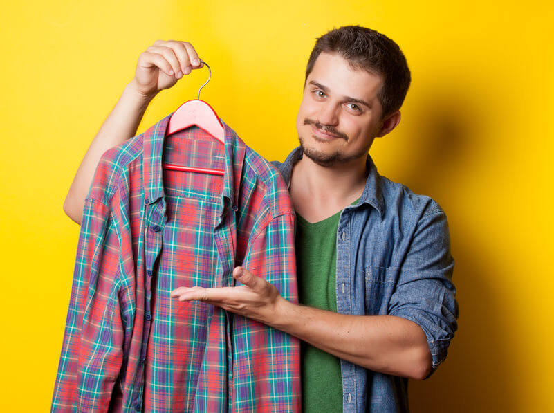 défroisser un vêtement