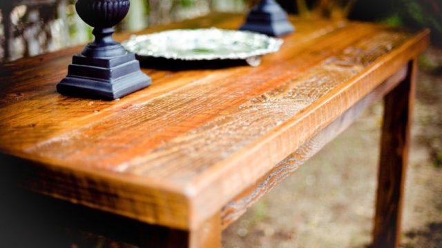 Astuces pour se d barrasser de l odeur des vieux meubles grands for Moisissure meuble bois