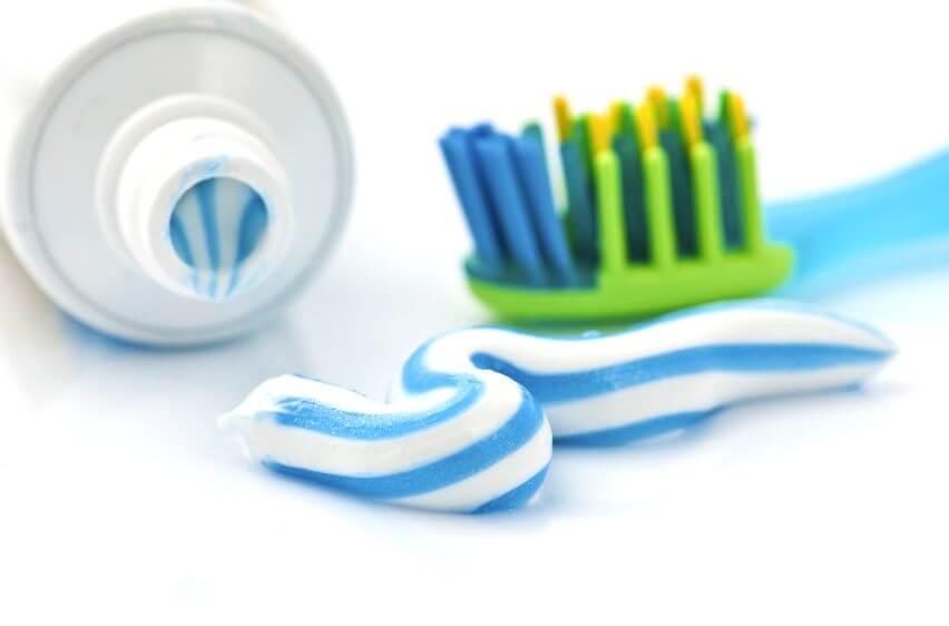 faire avec du dentifrice