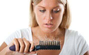 astuces naturelles contre la chute des cheveux
