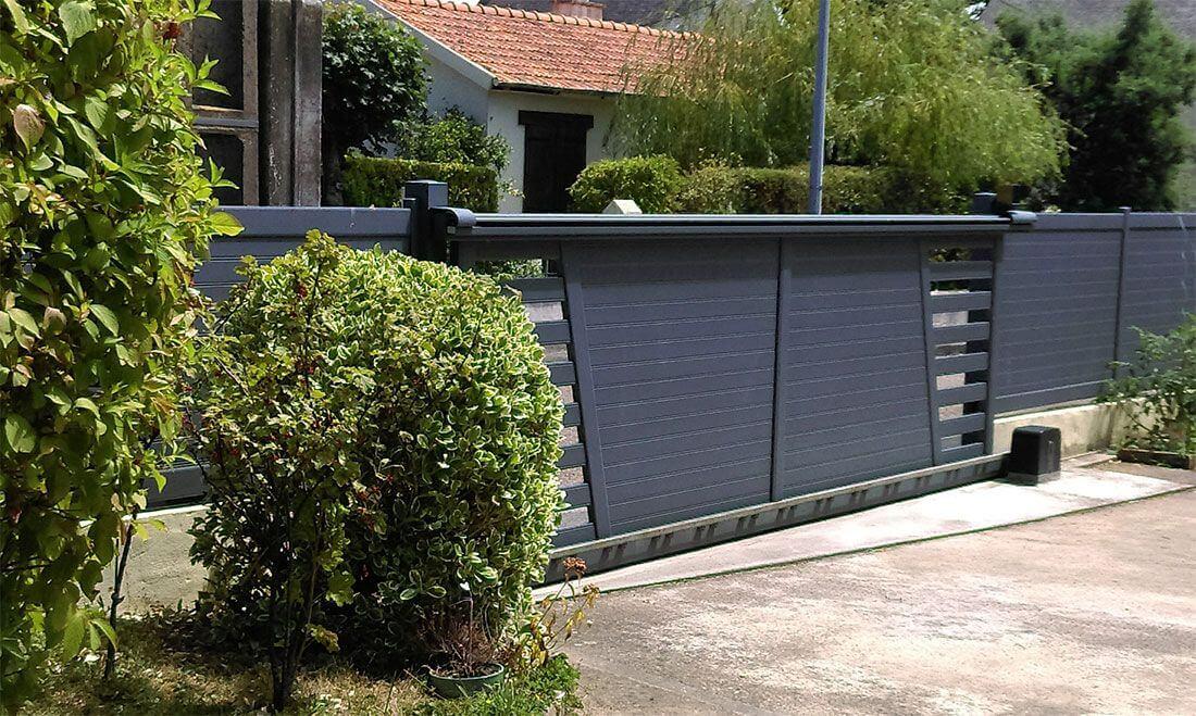 3 avantages installer un portail coulissant pour chez - Portail alu motorise ...
