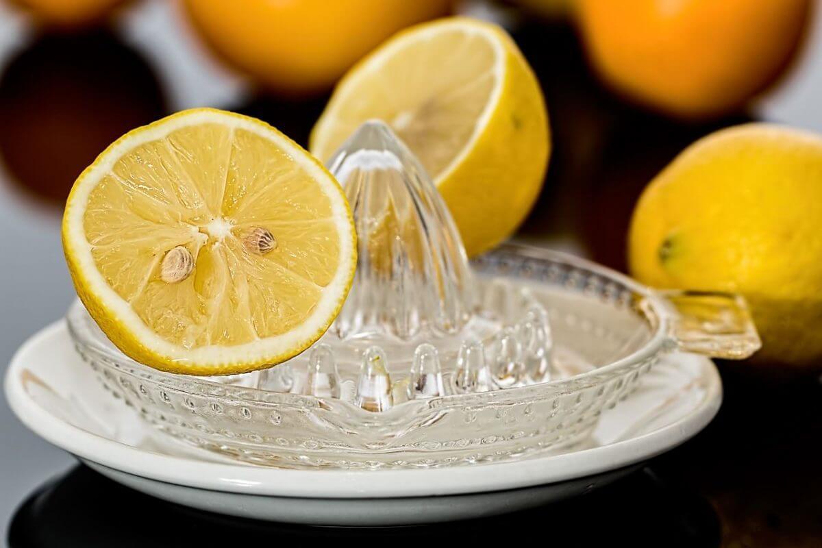 citron pour les Points noirs dans les oreilles