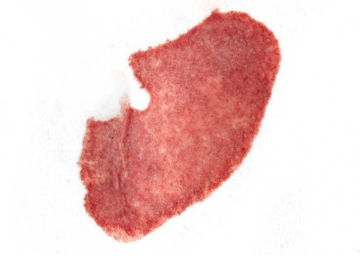 nettoyer une tache de sang sur un drap