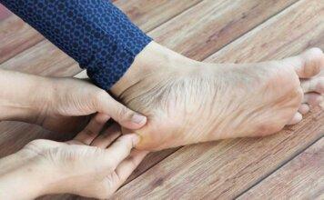 enlever les peaux mortes et la corne des pieds