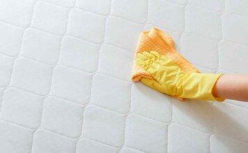 nettoyer une tache d'urine sur un matelas